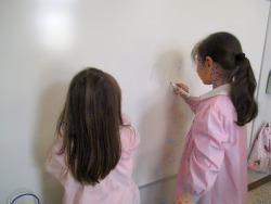 Scrivere e disegnare sulla lavagna bianca