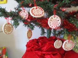 Decorazioni natalizie per abbellire l'albero